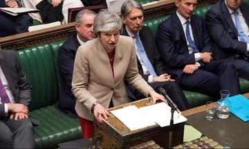 Βρετανικός Τύπος: Η Μέι κινδυνεύει να βιώσει την «πλήρη κατάρρευση»