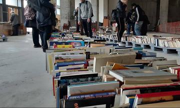«Το βιβλίο σε ταξιδεύει, το κομπιούτερ σε απομονώνει» - Ένα βιβλιοπωλείο ελπίδας