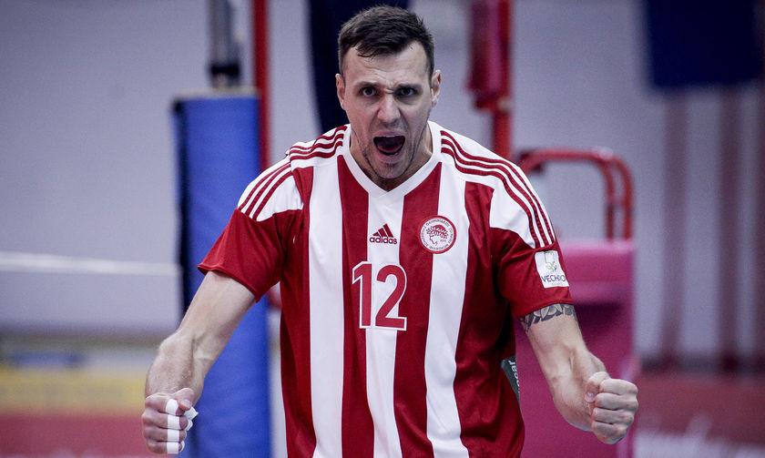 """Ολυμπιακός-ΑΕΚ 3-0 : Με τρεις """"ήρωες"""" και τον ανίκητο Σμιτ"""