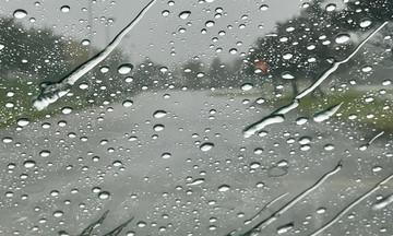 Ο καιρός την Τετάρτη (10/4): Άνοδος της θερμοκρασίας αλλά η βροχή... βροχή