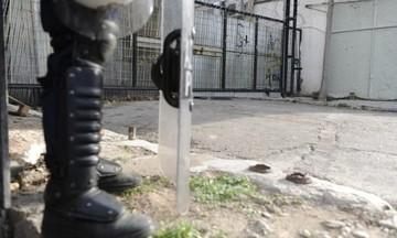 Εξάρχεια: Σε εξέλιξη επιχείρηση της Αστυνομίας σε υπό κατάληψη κτήριο