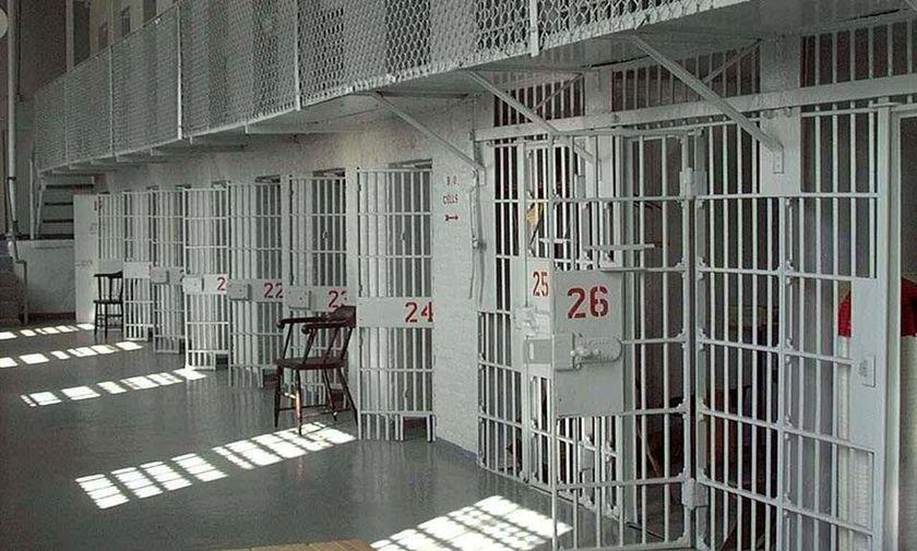 Νεκρός κρατούμενος στις φυλακές Τρικάλων από άγριο ξυλοδαρμό