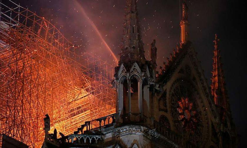Παναγία των Παρισίων: Τεράστια καταστροφή και παγκόσμιο σοκ - Σώθηκε από ολική καταστροφή