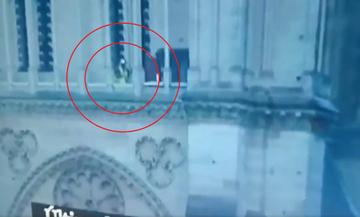Άγνωστος την ώρα της φωτιάς βρισκόταν μέσα στην Παναγία των Παρισίων!  (vid)