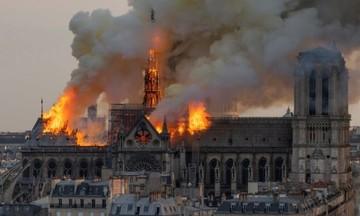 Η πραγματική έκταση της καταστροφής -Η Παναγία των Παρισίων καμένη, από ψηλά (pics-vid)