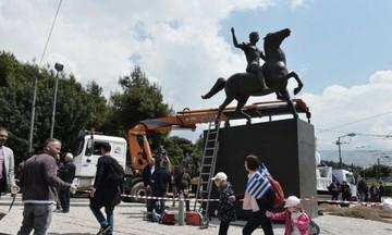 Τοποθετήθηκε το άγαλμα του Μεγάλου Αλεξάνδρου στο κέντρο της Αθήνας (pics)