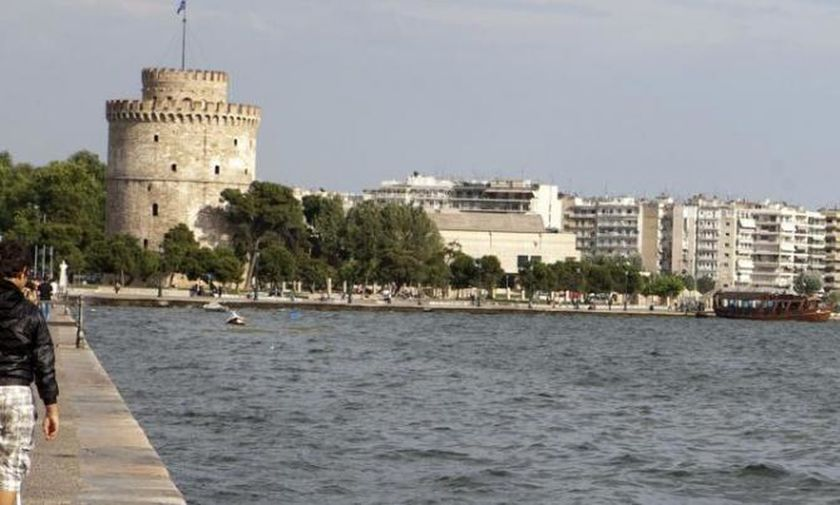 Ερασιτέχνης ψαράς έπεσε στη θάλασσα και ανασύρθηκε νεκρός από τα νερά του Θερμαϊκού