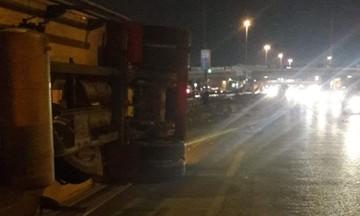 Σφοδρό τροχαίο στην Αθηνών - Λαμίας -Ντελαπάρισε νταλίκα (pics)
