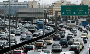 Κορυφώνεται με όλα τα μέσα η έξοδος των εκδρομέων - Αυξημένη η κίνηση στους δρόμους