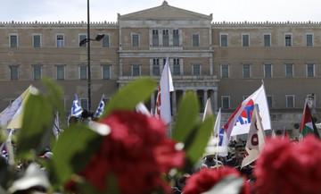 Σε εξέλιξη συλλαλητήρια και πορείες της Πρωτομαγιάς: Κλειστοί δρόμοι στο κέντρο της Αθήνας