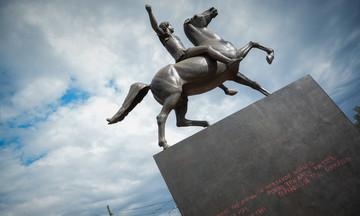 Βανδάλισαν το άγαλμα του Μεγάλου Αλεξάνδρου(pics)