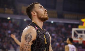 Τζέιμς: «Αν υποβιβαστεί ο Ολυμπιακός, θα παίζει ακόμα στην EuroLeague;»