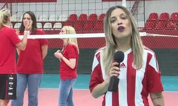 One TV: Ρεπορτάζ φορώντας φανέλα του Ολυμπιακού- Η Χίπε μιλάει ελληνικά