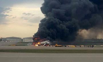 Βίντεο σοκ από την τραγωδία στη Μόσχα: Η πρόσκρουση, το αεροπλάνο γίνεται μπάλα φωτιάς
