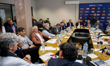 Λεκτική διαμάχη Αγγελόπουλου με Γιαννακόπουλο - Οι πρώτοι διάλογοι στον ΕΣΑΚΕ