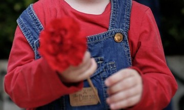 Ξύπνησε η 8χρονη Αλεξία και έπιασε το χέρι της μητέρας της (vid)