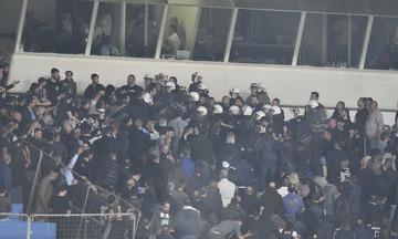 Οπαδοί του ΠΑΟΚ πέταξαν μπουκάλι σε δημοσιογράφους και στον Κοπιτσή (vid)