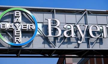 Νέο πλήγμα για την Bayer: Η Monsanto πρέπει να καταβάλει 2 δισ. δολ. σε ζευγάρι καρκινοπαθών