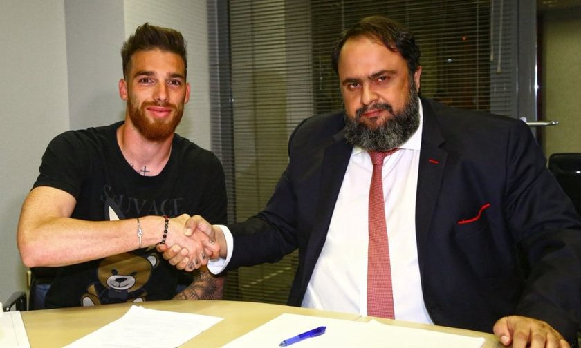Έτσι... υπογράφει ο Πειραιάς - Ο Μαρινάκης, ο Σα και το συμβόλαιο (pic)