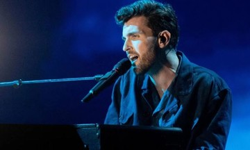 O νικητής της Eurovision 2019 δηλώνει bisexual (vid)