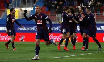 Έιμπαρ - Μπαρτσελόνα: Ο Ντε Μπλάσις σούταρε από την... Τρίπολη για το 2-2 (vid)
