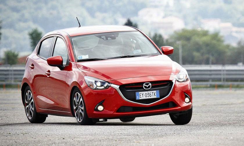 Πόσο αποτελεσματικά είναι τα συστήματα ασφαλείας του Mazda2; (vid)