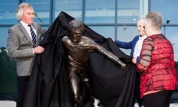 Γκάφα με το άγαλμα του Τζορτζ Μπεστ (pic & vid)