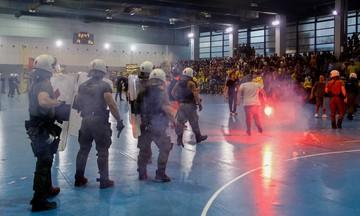 Το φύλλο αγώνα από το ΑΕΚ - Ολυμπιακός: «Ρίψεις αντικειμένων και καπνογόνου»