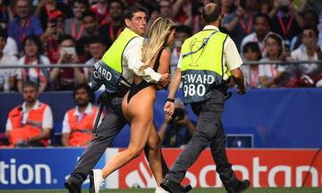 «Γυμνή εισβολή» στον τελικό του Champions League (vid)