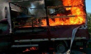 Φωτιά στην Αττική οδό - Φορτηγό παραδόθηκε στις φλόγες