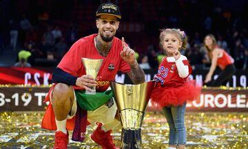Ο Χάκετ πανηγυρίζει την κούπα της VTB League μαζί με την κόρη του! (vid)
