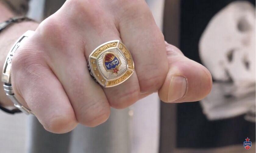 ΤΣΣΚΑ: Ο Βατούτιν έδωσε δαχτυλίδια πρωταθλητών στους παίκτες του (vid)