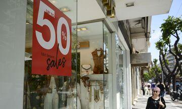 Καλοκαιρινές Εκπτώσεις: Πότε αρχίζουν - Ποια Κυριακή θα είναι ανοιχτά τα καταστήματα