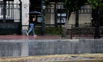 Καιρός: Έντονες βροχές και καταιγίδες αυτή την ώρα στην Άττικη - Που έπεσε χαλάζι