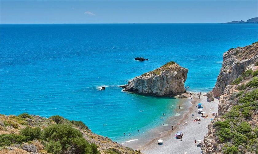 O Guardian αποθεώνει τα Κύθηρα και την παραλία Καλάδι (vid)