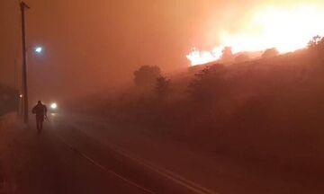 Κάρυστος: Σβήνει η φωτιά - Κόπασαν οι άνεμοι - Εκκενώθηκαν σπίτια