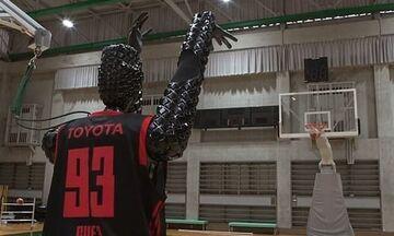 Ρομπότ - μπασκετμπολίστας βάζει 2.020 καλάθια στη σειρά και κάνει παγκόσμιο ρεκόρ (vid)