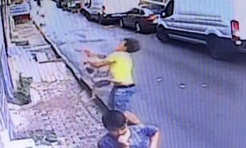 Η διάσωση της χρονιάς: Έφηβος έπιασε στον αέρα μωρό που έπεφτε από το μπαλκόνι (vid)
