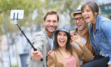 Είναι πιο πιθανό να πεθάνεις βγάζοντας selfie παρά να σε φάει καρχαρίας