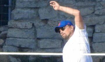 Ο Leonardo Di Caprio γίνεται viral γιατί είναι μάλλον άσχετος στο βόλεϊ (pic)