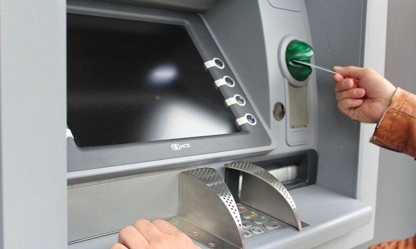 Τράπεζες: Από σήμερα αλλαγές στις χρεώσεις αναλήψεων μετρητών από ATM - Τι ισχύει για κάθε Τράπεζα