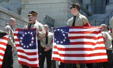 Σάλος με τη ναζιστική σημαία «Betsy Ross» σε παπούτσια της Nike!