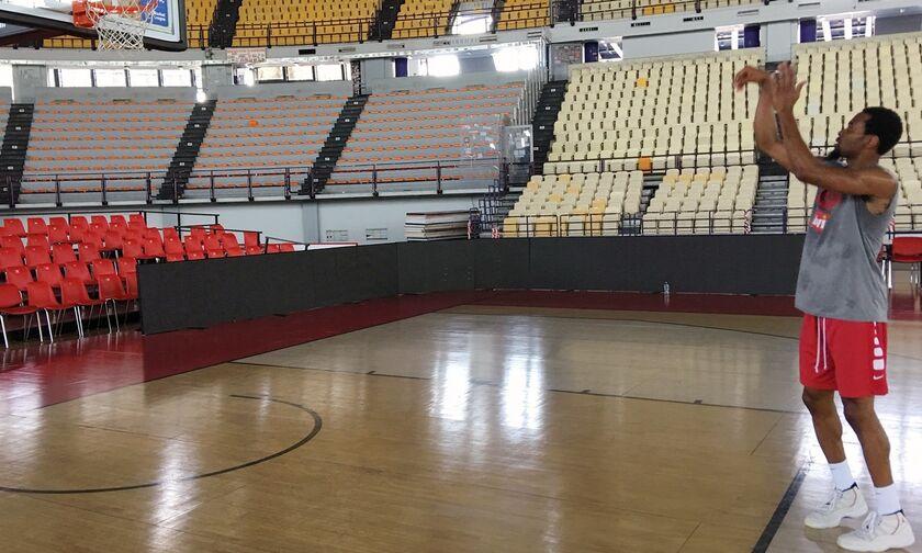 Ολυμπιακός: Έπιασε δουλειά ο Πάντερ, πήγε για πρώτη φορά στο ΣΕΦ