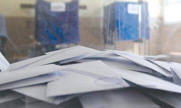 Εκλάπησαν κάλπες από εκλογικά τμήματα στα Εξάρχεια (vids)