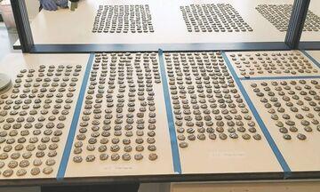 Αρχαία νομίσματα σε μπουκαλάκια νερού και η κρυψώνα σε τάπερ με ντολμαδάκια