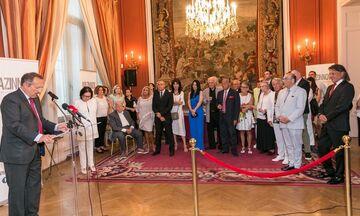 Η Γαλλία τιμά την Νάνα Μούσχουρη: Της απονεμήθηκε η ανώτατη διάκριση της Γαλλικής Δημοκρατίας