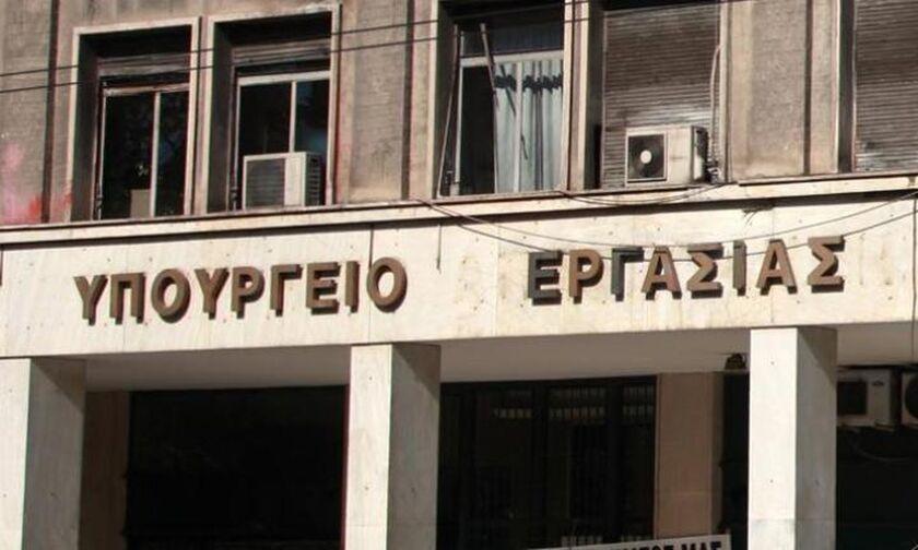 Υπουργείο Εργασίας: Ανακλήθηκε η εγκύκλιος για χορήγηση ΑΜΚΑ σε ξένους υπηκόους