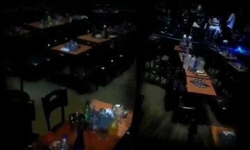 Αχαΐα: Βίντεο μέσα από το πλημμυρισμένο κέντρο διασκέδασης την ώρα της καταιγίδας