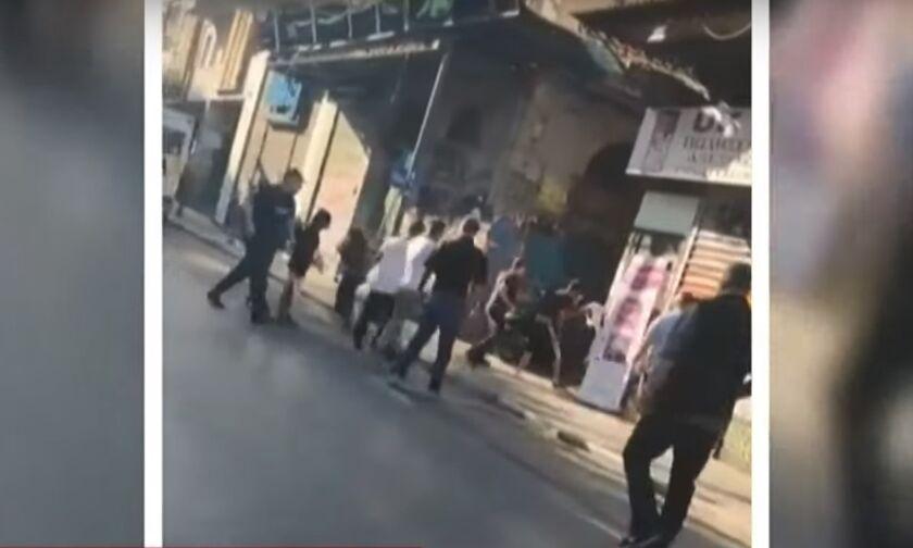 «Ξύλο» on camera στο Μοναστηράκι - Δείτε το βίντεο