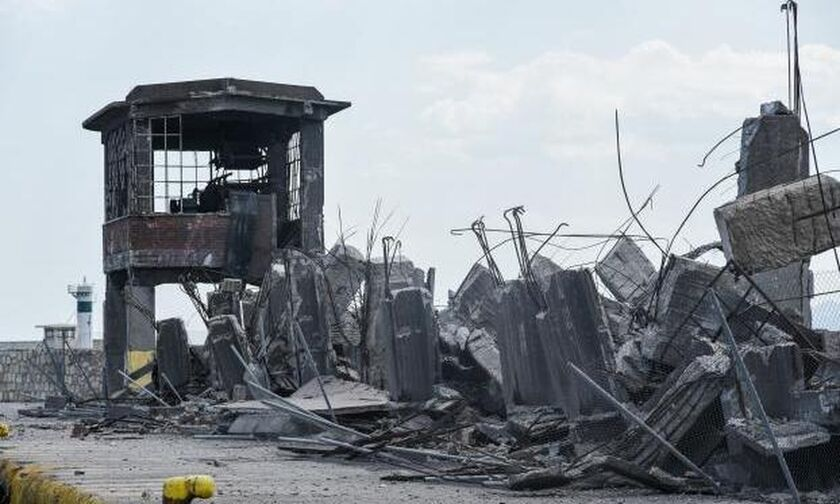 Ο σεισμός κατέστρεψε βιομηχανικό μνημείο στον Πειραιά (pics)